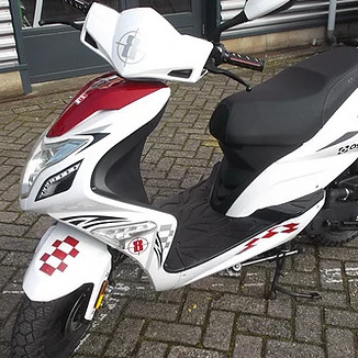 AGM R8 snorscooter 2018